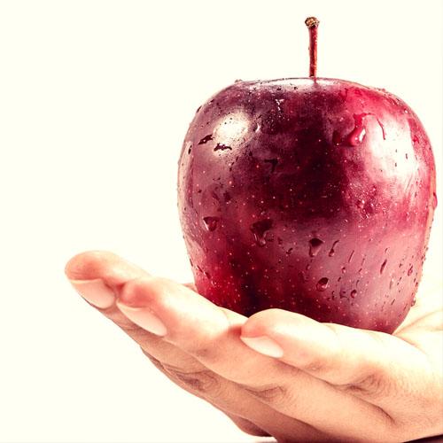 Comer porciones pequeñas del tamaño de una manzana